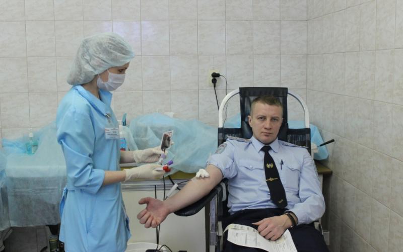 Вы просматриваете фотографии из материала: Акция Стань донором крови для сотрудников УМВД России по Кировской области